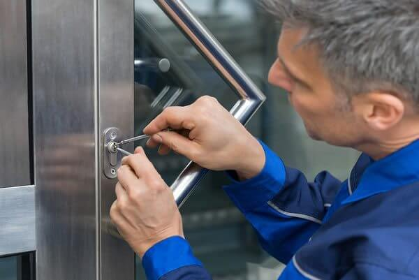 Aveti probleme cu usa sau sistemul de inchidere? Solutia o gasiti la noi